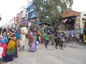 India, Varanasi, Walking to the Ganges